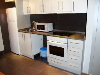 cocina_4-apartamentos-la-solana-3000pas-de-la-casa-estacion-grandvalira.jpg