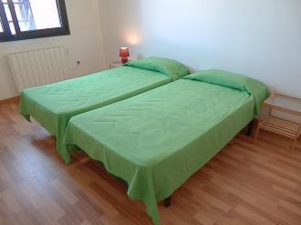 dormitorio_1-apartamentos-la-solana-3000pas-de-la-casa-estacion-grandvalira.jpg