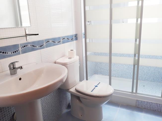 bano_1-apartamentos-neptuno-3000alcoceber-costa-azahar.jpg
