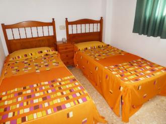 dormitorio_3-apartamentos-gandia-grau-y-playa-3000-gandia-costa-de-valencia.jpg