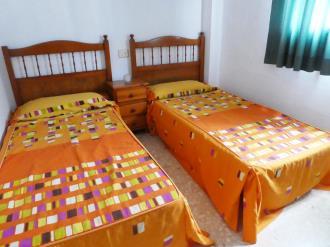 dormitorio_5-apartamentos-gandia-grau-y-playa-3000-gandia-costa-de-valencia.jpg