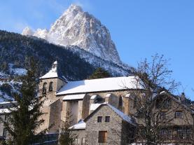 Iglesia Nuestra Señora de la Asunción Sallent de gallego Pirineo Aragonés España