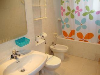 bano-apartamentos-olimpo-3000-peniscola-costa-azahar.jpg