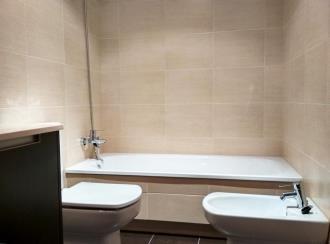 bano_5-apartamentos-revolta-sanxenxo-3000revolta,-a_-noalla_-sanxenxo-galicia_-rias-bajas.jpg