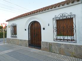 fachada-verano-1-casa-astrid-3000vilafortuny-costa-dorada.jpg