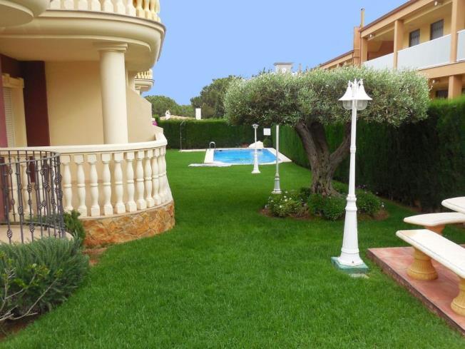 piscina_2-apartamentos-madeira-3000alcoceber-costa-azahar.jpg
