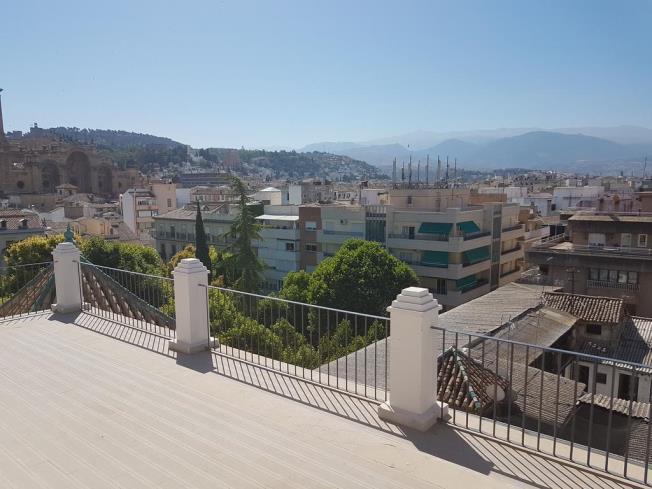 Terraza Apartamentos Trinidad Deluxe 3000 Granada