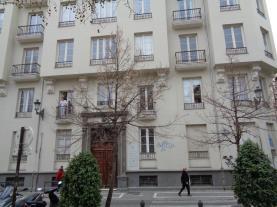 fachada-verano-apartamentos-trinidad-deluxe-3000-granada-andalucia.jpg