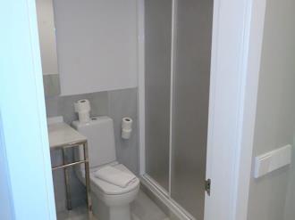 bano-apartamentos-trinidad-deluxe-3000-granada-andalucia.jpg