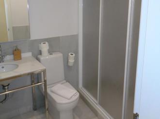 bano_1-apartamentos-trinidad-deluxe-3000granada-andalucia.jpg