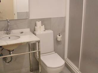 bano_2-apartamentos-trinidad-deluxe-3000granada-andalucia.jpg