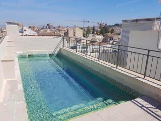piscina-apartamentos-trinidad-deluxe-3000-granada-andalucia.jpg