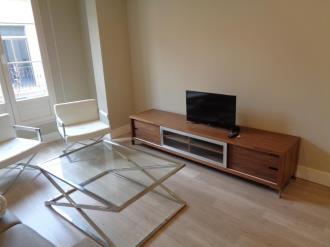 salon-comedor-apartamentos-trinidad-deluxe-3000-granada-andalucia.jpg