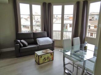 salon_3-apartamentos-trinidad-deluxe-3000granada-andalucia.jpg