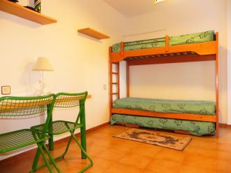 dormitorio_2-apartamentos-jaca-3000-jaca-pirineo-aragones.jpg