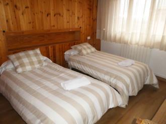dormitorio_6-apartamentos-jaca-3000-jaca-pirineo-aragones.jpg