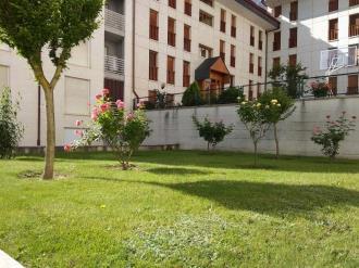 jardin-apartamentos-jaca-3000_jaca-pirineo-aragones.jpg