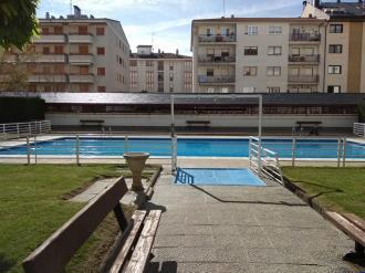 piscina_2-apartamentos-jaca-3000-jaca-pirineo-aragones.jpg