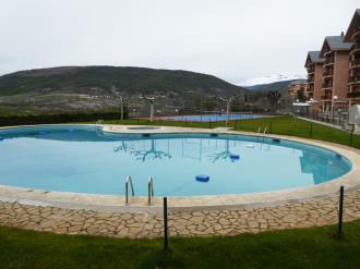 piscina_5-apartamentos-jaca-3000-jaca-pirineo-aragones.jpg