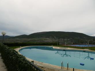 piscina_6-apartamentos-jaca-3000-jaca-pirineo-aragones.jpg