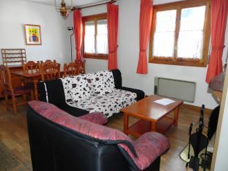 salon-comedor-apartamentos-jaca-3000_jaca-pirineo-aragones.jpg