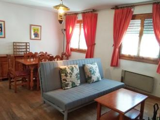 salon-comedor_7-apartamentos-jaca-3000-jaca-pirineo-aragones.jpg