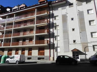 Fachada Verano Apartamentos Jaca 3000 Jaca