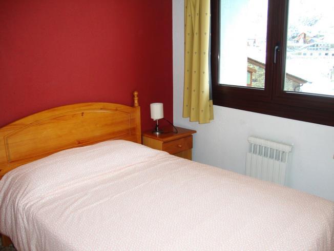dormitorio_20-apartamentos-arinsal-3000la-massana-estacion-vallnord.jpg