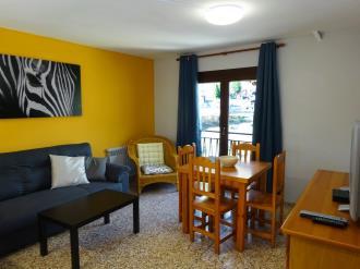 salon_2-apartamentos-arinsal-3000la-massana-estacion-vallnord.jpg