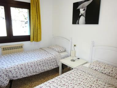 dormitorio_5-apartamentos-arinsal-3000la-massana-estacion-vallnord.jpg