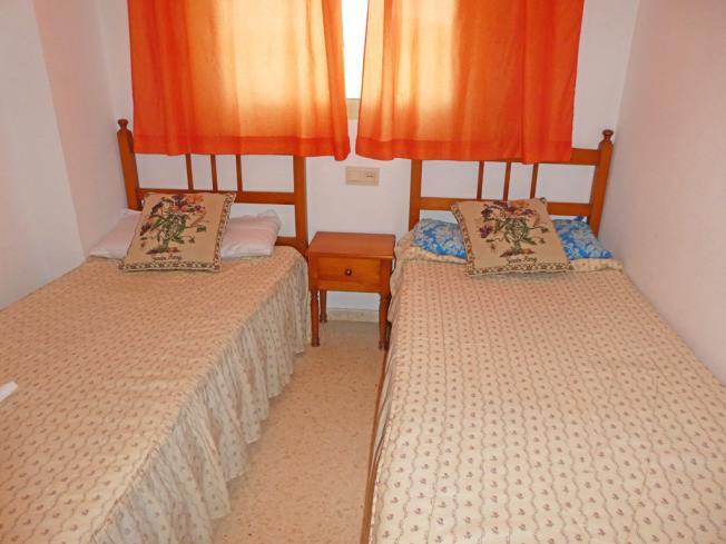 dormitorio_1-apartamentos-jardines-de-gandia-vi-viii_3000gandia-costa-de-valencia.jpg