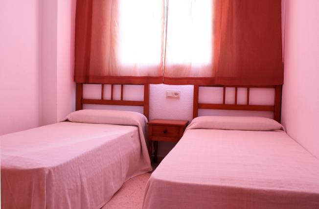 dormitorio_3-apartamentos-jardines-de-gandia-vi-viii_3000gandia-costa-de-valencia.jpg