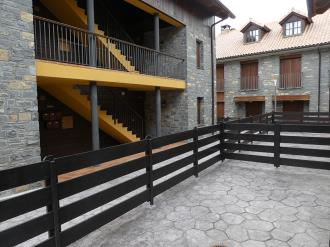 balcon-apartamentos-gavin-biescas-3000-biescas-pirineo-aragones.jpg