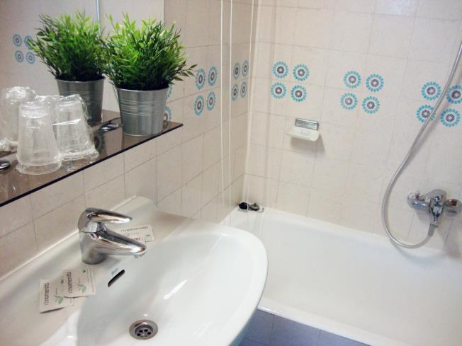 bano_1-apartamentos-sapporo-3000pas-de-la-casa-estacion-grandvalira.jpg