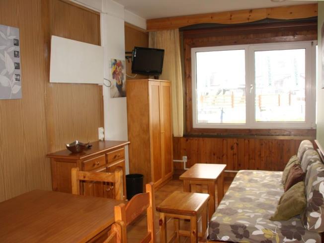 salon-comedor_2-apartamentos-sapporo-3000pas-de-la-casa-estacion-grandvalira.jpg