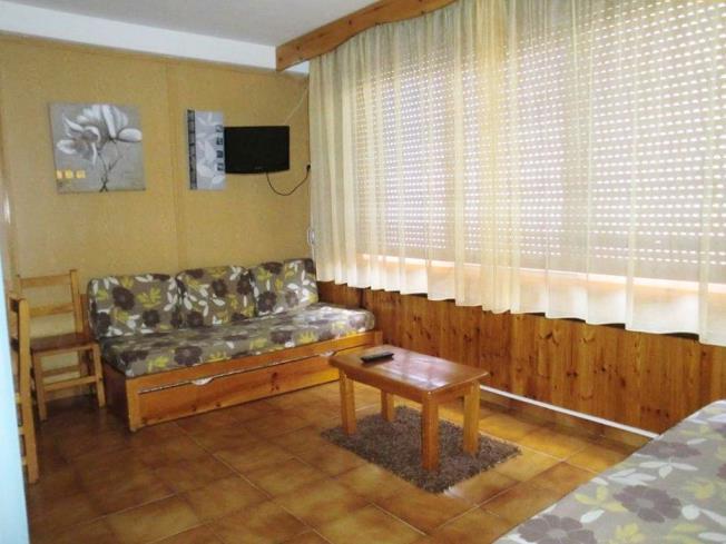 salon-comedor_3-apartamentos-sapporo-3000pas-de-la-casa-estacion-grandvalira.jpg