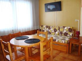 salon-comedor_6-apartamentos-sapporo-3000pas-de-la-casa-estacion-grandvalira.jpg