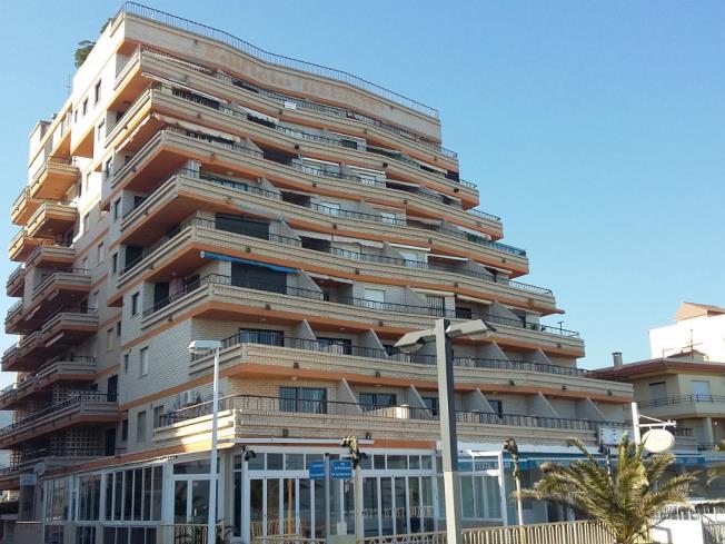 Fachada Verano Apartamentos Bernat Pie de Playa 3000 Oropesa del mar