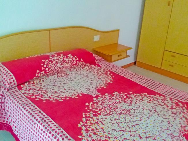 dormitorio_1-apartamentos-bernat-pie-de-playa-3000oropesa-del-mar-costa-azahar.jpg