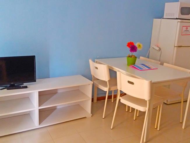 salon-comedor_3-apartamentos-bernat-pie-de-playa-3000oropesa-del-mar-costa-azahar.jpg