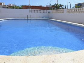 piscina-3-apartamentos-bernat-pie-de-playa-3000oropesa-del-mar-costa-azahar.jpg