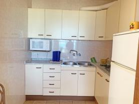 cocina-apartamento-papa-luna-primera-linea-3000-peniscola-costa-azahar.jpg