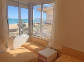 dormitorio-apartamento-papa-luna-primera-linea-3000-peniscola-costa-azahar.jpg
