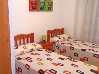 dormitorio_2-apartamentos-estacion-oropesa-3000oropesa-del-mar-costa-azahar.jpg