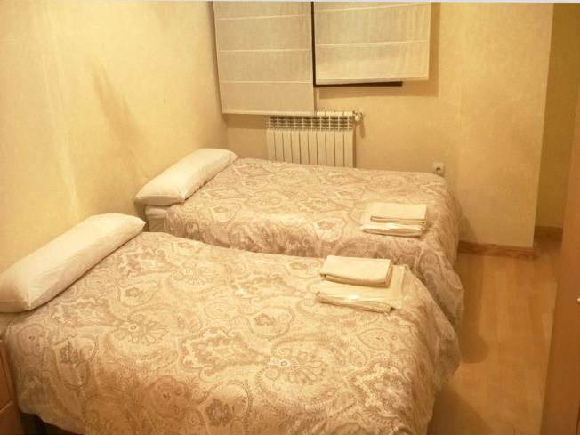 dormitorio-apartamentos-biescas-3000-biescas-pirineo-aragones.jpg