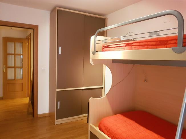 dormitorio_4-apartamentos-biescas-3000biescas-pirineo-aragones.jpg