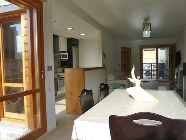 salon-comedor_2-apartamentos-biescas-3000biescas-pirineo-aragones.jpg
