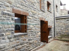 fachada-invierno_1-apartamentos-biescas-3000biescas-pirineo-aragones.jpg