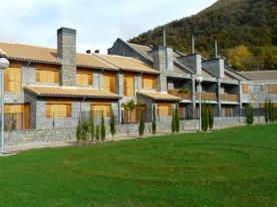fachada-verano-apartamentos-biescas-3000-biescas-pirineo-aragones.jpg