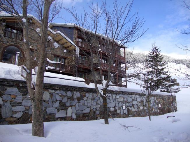 fachada-invierno_3-apartamentos-deusol-3000soldeu-estacion-grandvalira.jpg